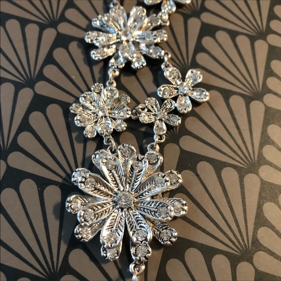 Jewelry - NEW Beautiful Flowers and Crystal Silver Bracelet